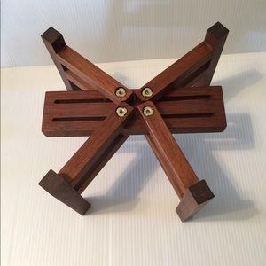 2 Hand-crafted adjustable walnut (speaker) stands